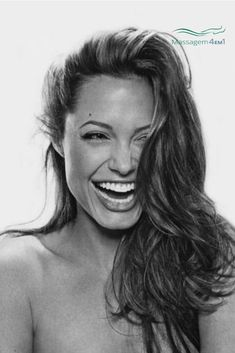 & Shine Photos Angelina Jolie - The world's most beautiful woman, with any expression. But totally transformed by laughter.Angelina Jolie - The world's most beautiful woman, with any expression. But totally transformed by laughter. World Most Beautiful Woman, Beautiful Smile, Beautiful Women Tumblr, Most Beautiful People, The Most Beautiful Girl, Kreative Portraits, Luscious Hair, Actrices Hollywood, Natural Beauty Tips