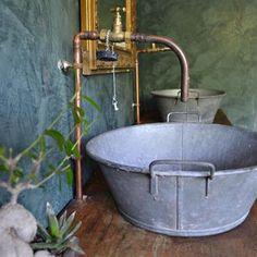 Salle de bain de style campagne dont le meuble sous vasque