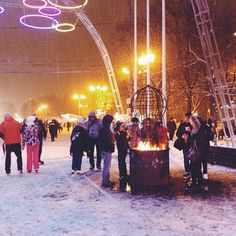 #Sokolniki: Meanwhile in #Russia, locals gather at the Sokolniki park for #iceskating and other family activities. Photo taken by @joanna_skladanek. #Moscow #comissionculture #snow #snowstorm #wanderlust
