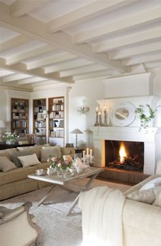 Decorating with painted beams x Home Living Room, Living Room Decor, Living Spaces, Decor Room, Country Style Homes, Style At Home, Painted Beams, Sweet Home, Cottage Interiors