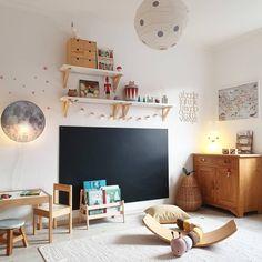 _juliherz_'s Lieblingsdinge - _juliherz_ sitzt auf jeden Fall am rechten Fleck, wenn wir uns diesen Kinderzimmertraum anschauen! Baby Room Boy, Baby Bedroom, Kids Bedroom Furniture, Bedroom Decor, Wooden Furniture, Antique Furniture, Toddler Rooms, Toy Rooms, Kids Room Design