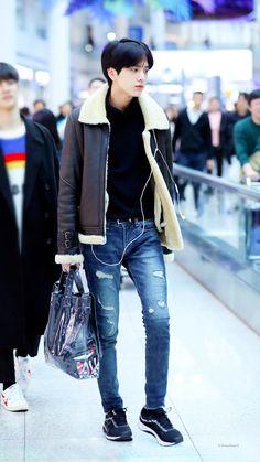 Korean Fashion Men, Korea Fashion, Boy Fashion, Mens Fashion, Kpop, Most Beautiful People, Peek A Boos, Handsome Boys, K Idols
