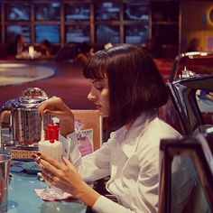 Uma Thurman in Pulp Fiction 1994 パルプフィクション Tarantino Films, Quentin Tarantino, Iconic Movies, Classic Movies, Movies Showing, Movies And Tv Shows, Uma Thurman Pulp Fiction, Best Milkshakes, Mia Wallace