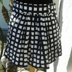 Black and white skirt. Size L. Black and white skirt. Size L. Brand twenty one. Zipper in the side. Two pockets in the front. Used. twenty one  Skirts