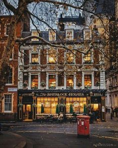 Uncover the mysteries that are waiting for you in this Sherlock Holmes themed pub. Pub Interior, London Pubs, Old London, Streets Of London, London Street, City Aesthetic, Travel Aesthetic, Christmas Things To Do, London Dreams