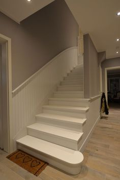 Wall design in the staircase delete green white turquoise handrail parquet floor corridor wall design. Tile Stairs, Wooden Stairs, Escalier Design, Stair Railing, Railings, My New Room, Stairways, Fixer Upper, Wall Design