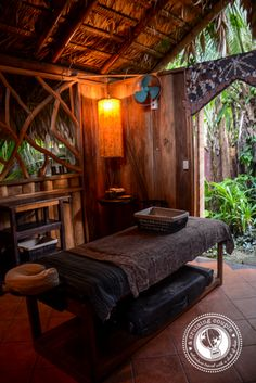 Jungle Spa In Puerto Viejo: A Decadent Chocolate Massage You Can Do That With Chocolate? Jungle Spa In Puerto Viejo: A Decadent Chocolate Massage You Can Do That With Chocolate? Massage Room Decor, Spa Room Decor, Massage Therapy Rooms, Meditation Rooms, Relaxation Room, Massage Spa, Massage Clinic, Spa Luxe, Spa Treatment Room