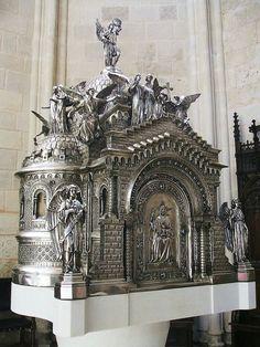 Burgos - La Merced Tabernacle in Spain Catholic Gentleman, Christian Artwork, Catholic Priest, Fantasy Castle, Putz Houses, Sacred Art, Kirchen, Religious Art, Picture Photo