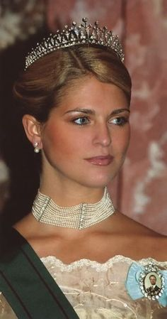 Princess Madeleine wearing the Modern Fringe Tiara and the pearl necklace from Queen Victoria of Sweden. Royal Crowns, Royal Tiaras, Crown Royal, Tiaras And Crowns, Princesa Real, Princesa Grace Kelly, Swedish Royalty, Royal Beauty, Casa Real