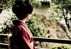 THE TRADITIONAL KIMONO: http://hoteldelujoenespana.com/blog/2013/04/05/the-traditional-kimono/?lang=en Asia Gardens BLOG... www.asiagardens.e...