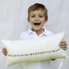 alphabet pillow - p i ' l o