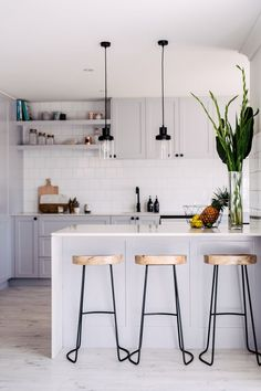 Kitchen Interior Best 20 Small Kitchen Renovations Ideas - Small Kitchen Renovations - Remember that the kitchen is one of the most important parts of the house. Classic Kitchen, New Kitchen, Kitchen Decor, Kitchen Ideas, Country Kitchen, Kitchen Island, Small Kitchen Bar, Small Kitchen Lighting, Kitchen Pantry