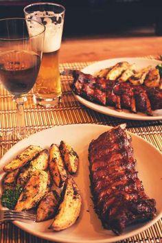 coaste glazurate,cartofi aurii Helathy Food, Confort Food, Good Food, Yummy Food, How To Cook Pork, Romanian Food, Cooking Recipes, Healthy Recipes, Vegan Meal Prep