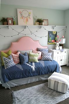 Daybed ideas for girls, girls daybed room, girls bedroom ideas pa Girls Daybed Room, Girls Bedroom, Bedroom Ideas For Teen Girls, Teenage Girl Bedrooms, Bedroom Decor, Preteen Bedroom, Bedroom Furniture, Preteen Girls Rooms, Girl Rooms