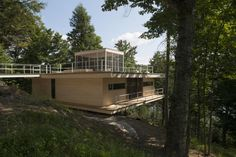 lakeside residence - Canadian architecture firm Atelier Pierre Thibault designed the 'Le Grand Plateau House,' a lakeside residence located in a forest outs. Architecture Office, Amazing Architecture, Residential Architecture, Treehouse Cottages, Steel Balustrade, Exterior Cladding, Building Exterior, Open Plan Living, Maine House