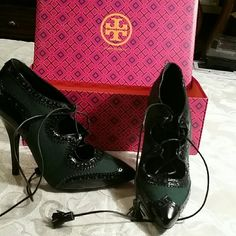 Tory Burch  new shoes Vintage look very classy and eye catching.black with green.Really unique authentic. Tory Burch Shoes Heels