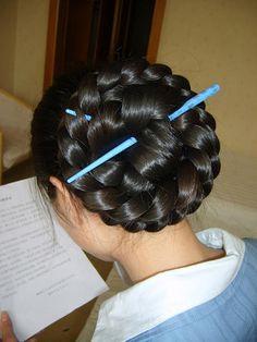 Perfect braided bun by Chotlo, via Flickr