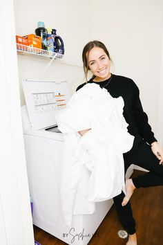 omg these laundry essentials smell heavenly. seriously so good!! First Apartment Checklist, First Apartment Essentials, Apartment Hacks, Spring Cleaning Schedules, Spring Cleaning Checklist, Ikea, Apartment Decorating On A Budget, Clean Bedroom, Bathroom Cleaning Hacks