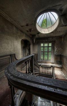 Escalera y ventanas