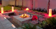 Fire Pit Design Idea For More Attractive. Find ideas for outdoor fire pit and fireplace designs that let you get as simple or as fancy as your time. Backyard Patio Designs, Backyard Projects, Backyard Landscaping, Backyard Ideas, Backyard Seating, Landscaping Ideas, Small Garden Fire Pit, Fire Pit Backyard, Outdoor Fire Pit Table