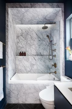 """stylish-homes: """"Tub and shower clad in marble in an overhauled Upper East Side apartment, Manhattan, New York City Continua a leggere """" Cheap Bathroom Remodel, Condo Bathroom, Tiny Bathrooms, Modern Bathroom, Small Bathroom, Bathroom Marble, Bathroom Ideas, Concrete Bathroom, City Apartment"""