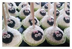 Cake pops sheep