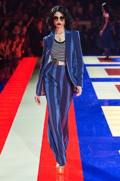 Tommy Hilfiger Spring 2019 Ready-to-Wear Fashion Show Collection: See the complete Tommy Hilfiger Spring 2019 Ready-to-Wear collection. Look 19 Tommy Hilfiger Looks, Tommy Hilfiger Suits, Collection Couture, Fashion Show Collection, Modest Fashion, High Fashion, Fashion Outfits, Zendaya, Vogue Paris