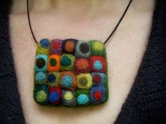 Dots Merino Wool Felt Necklace by MaisyandAlice on Etsy Textile Jewelry, Fabric Jewelry, Felted Jewelry, Textiles, Felt Pincushions, Zipper Crafts, Felt Necklace, Felt Brooch, Bijoux Diy