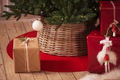 Juletrefotskjuler Fredrikke stor Nov 6, Wicker Baskets, Tree Skirts, Christmas Tree, Beige, Seasons, Holiday Decor, Interior, Instagram Posts