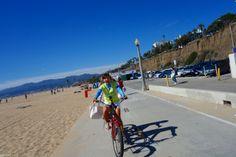 自転車に乗ってはしゃぐ智恵ちゃんとお姉ちゃん。 二人乗りの運転は妹の智恵ちゃん。 www.vivaheart.com store.vivaheart.com