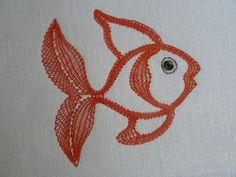 SM4, le poisson (1.50euros) déjà finit (car commencé dimanche dernier) par Bernadette Dionisio Bobbin Lace Patterns, Lacemaking, Lace Heart, Lace Jewelry, Sea Creatures, Lace Detail, Needlework, Rooster, Butterfly