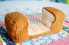 Infamous crocheter Twinkie Chan treats us to a tasty tutorial for making a crocheted bread loaf letter organizer. Crochet Food, Crochet Kitchen, Crochet Art, Learn To Crochet, Cute Crochet, Crochet Crafts, Crochet Projects, Crochet Patterns, Yarn Crafts