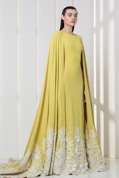 Tony Ward RTW FW I Style 25 I Amber yellow crepe dress with cape, featuring white flower appliques on the hemline Abaya Fashion, Muslim Fashion, Modest Fashion, Couture Fashion, Fashion Dresses, Punk Fashion, Lolita Fashion, Mode Abaya, Mode Hijab