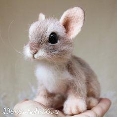 I Needle Felt Wool Sculptures Of Wildlife Animals Needle Felted Animals, Felt Animals, Felt Bunny, Baby Bunnies, Needle Felting Tutorials, Felt Mouse, Cute Little Animals, Wet Felting, Felt Art