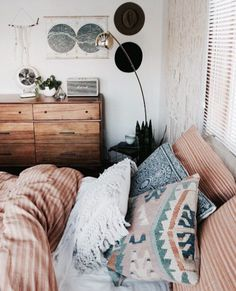 I N S T A G R A M @EmilyMohsie Teen Bedroom, Small Room Bedroom, Bedroom Ideas, Bedroom Inspo, Home Decor Bedroom, Diy Bedroom Decor For Teens, Cheap Bedroom Decor, Funky Bedroom, Shelves In Bedroom