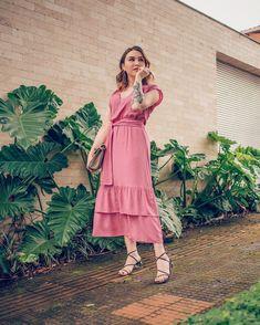 Vestido para trabalhar: 30 inspirações que vão te deixar radiante Le Happy, Ideias Fashion, Wrap Dress, Summer Dresses, My Style, 30, Outfits, Instagram, Best Dressed