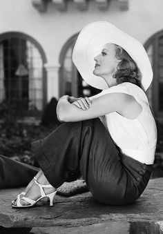 1933 - Joan Crawford photographed by Clarence Sinclair Bull # Vintage trousers