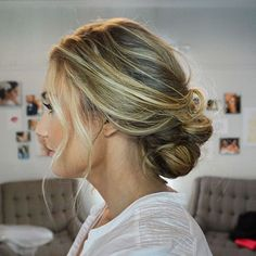 Totally gorgeous bridal up do by #TheBrideList vendor @snmakeuphair