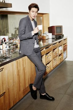 Lee Min Ho Oppa having tea Minho, Asian Actors, Korean Actors, Lee Min Ho Profile, Mens Casual Suits, Korean Drama Songs, James Lee, Lee Min Ho Photos, Kim Go Eun