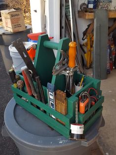 Wood Tool Box, Wooden Tool Boxes, Wood Tools, Used Woodworking Tools, Woodworking Projects Diy, Diy Wood Projects, Tool Organization, Tool Storage, Tool Tote