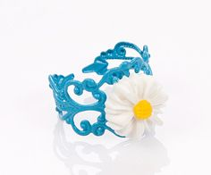 White daisyresin flowerblue adjustible fligree by HirasuGaleri, $10.00