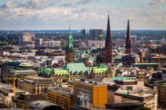 Hamburg – doskonałe miejsce wypraw. Hamburg przez wieki był postrzegany jako ostoja konserwatyzmu. Jednakże obecnie to szybko rozwijająca się i tętniąca życiem metropolia, która jest bardzo intrygująca, dla wielu inspirująca, godna zobaczenia.