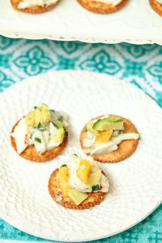 This is perfect for a special party! Crab and Mango Salad with Avocado Low Calorie, Low Fat Appetizer #PutItOnARitz #ad