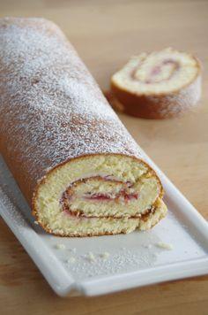 Une petite idée de dessert super simple à faire! Un roulé ça plait à tous les coups et on peut adapater à tous les goûts! Un bon gâteau pour le goûter! A vos fourneaux! Temps de préparation: 25 min Ingrédients pour un gâteau roulé: 50g de mascarpone 4...