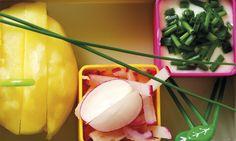 Wybierzcie najlepsze, najbardziej kremowe ziemniaki i podkręćcie je rzodkiewkami, świeżą zieleniną oraz kwaskowatym sosem.