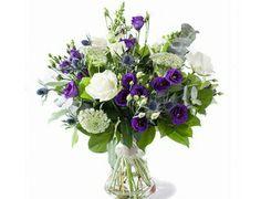 Speels boeket  Speels geschikt boeket met bloemen als ammi, distel, leeuwenbek, eustoma, rozen en groenmateriaal. Verkrijgbaar bij www.bloemenweelde-amsterdam.nl