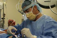 Радикальное и наиболее эффективное лечение неврита лицевого нерва в Израиле представляют собой операции микрохирургической реконструкции лицевого нерва. При лечении паралича Белла в Израиле, после хирургической реконструкции, более 85% пациентов получают практически полное восстановление функций лицевого нерва. http://www.medicaltourisrael.com/?p=5900