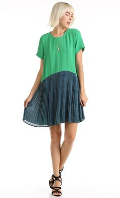CONTRAST PLEATED SHIFT DRESS