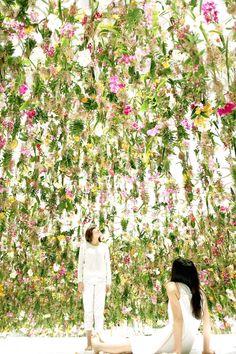 Een interactieve zee van bloemen daalt neer in Tokyo | The Creators Project