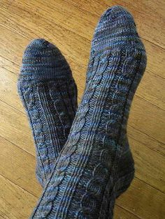 Knitting Socks Pattern Free Cable 53 Ideas For 2019 Knitted Socks Free Pattern, Bag Pattern Free, Crochet Socks, Sweater Knitting Patterns, Knitting Socks, Cable Knitting, Knit Baby Pants, Cable Knit Socks, Patterned Socks